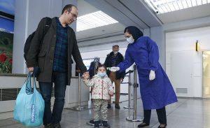 پیشگیری از شیوع کرونا توسط کارکنان فرودگاه