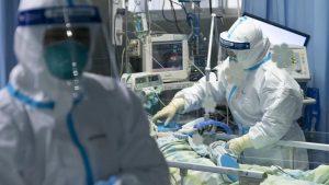 پوشیدن لباس محافظ در بیمارستان